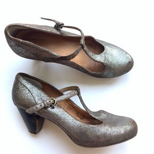 FRYE Lisa crackle Spakrly T strap Shoes